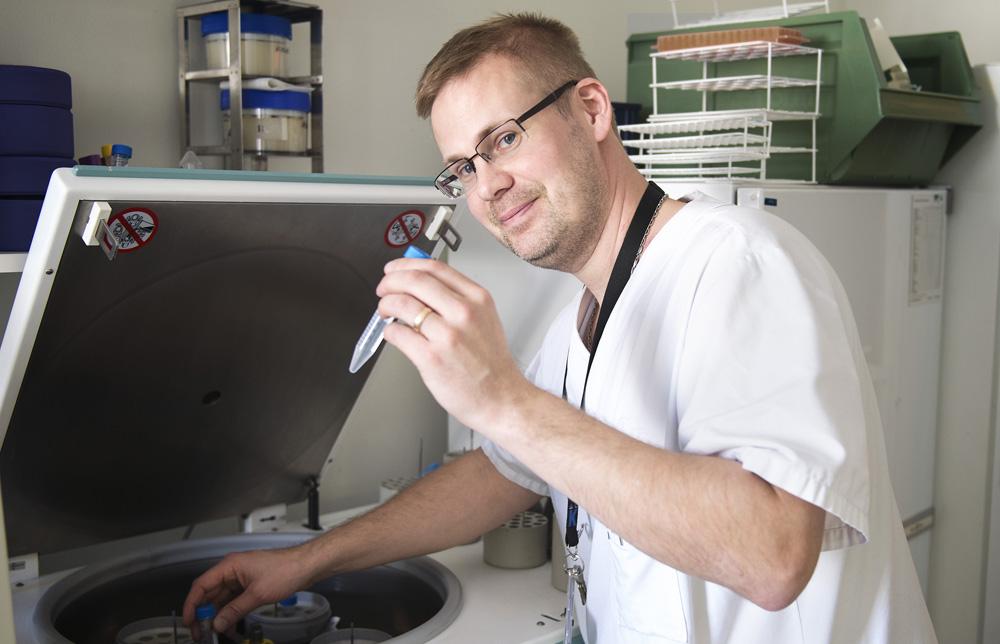 Michael Uhlin, docent och forskningschef vid Centrum för allogen stamcellstransplantation vid Karolinska Universitetssjukhuset i Huddinge.