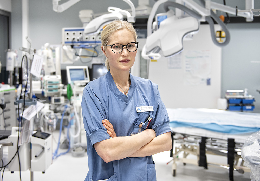 Caroline Nordenvall, forskare vid Karolinska Institutet och kolorektalkirurg vid Karolinska Universitetssjukhuset.