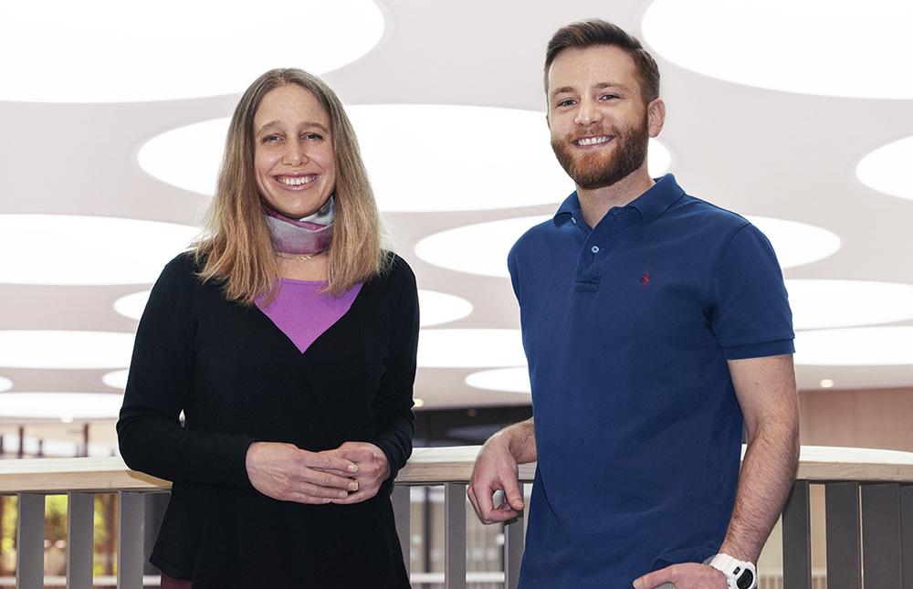Lisa Westerberg, molekylärbiolog och Nicholas Valerie, som ska påbörja postdoc-forskning, är två av årets Blue Sky-stipendiater. Foto: Malin Eld