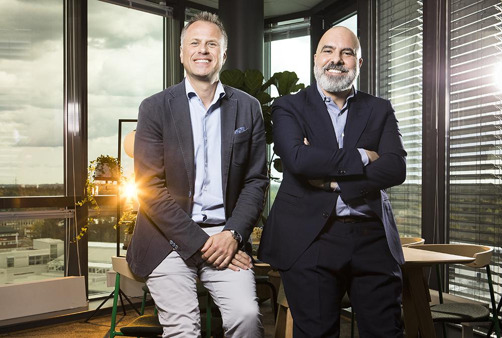 Joachim Handin, Nordisk affärschef för onkologi på Ipsen och David Daya, vd för Ipsen i Norden och Baltikum. Foto: Johan Marklund