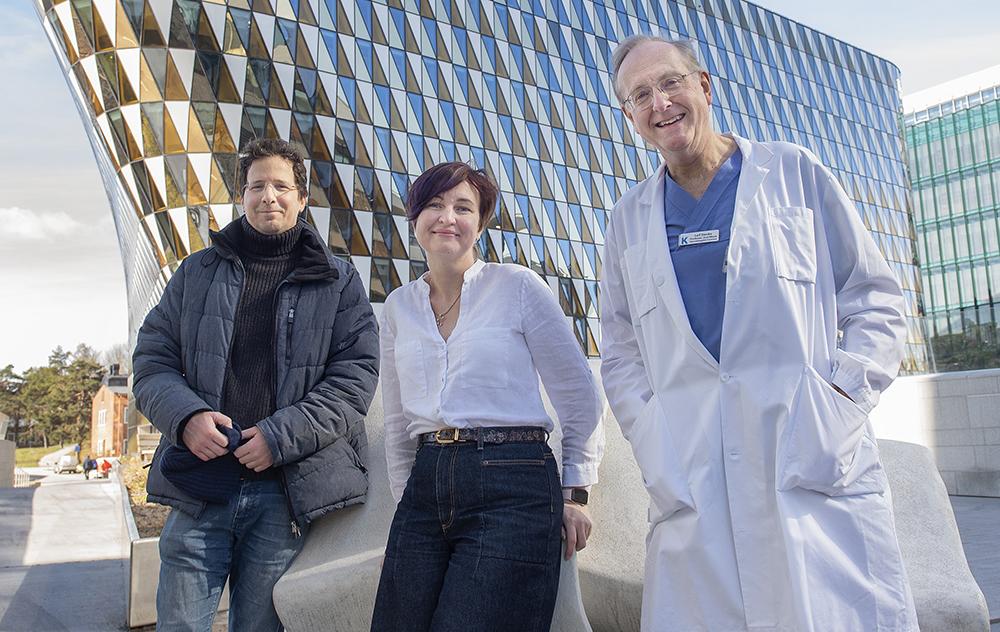 Leif Stenke och läkarna i hans forskargrupp vill öka KML-patienternas livskvalitet och deras chanser till bot. Fr.v: Daniel Salamon, Aljona Maljukova och Leif Stenke.