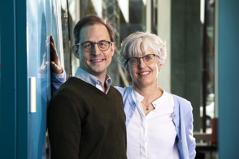 Martin Enge, biomedicinare vid KI och Anna Nilsson, barnonkolog vid vid Karolinska universitetssjukhuset. Foto: Johan Marklund